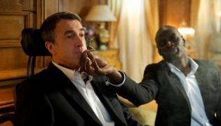 """François Cluzet oraz Omar Sy w niezapomnianej scenie z """"Nietykalnych"""""""