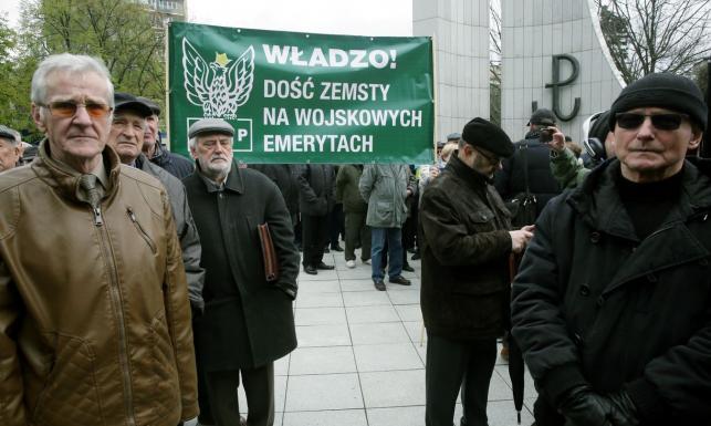 Protest przed Sejmem ws. ustawy dezubekizacyjnej. \