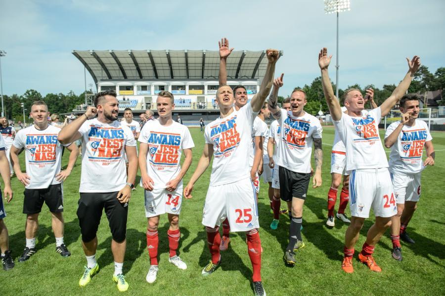 Piłkarze Górnika Zabrze cieszą się z powrotu do Ekstraklasy