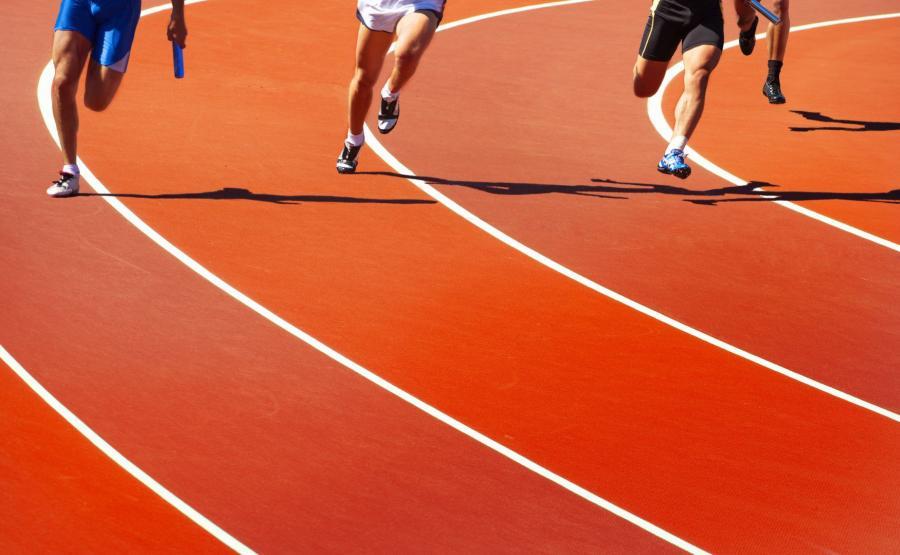 Biegacze na stadionie