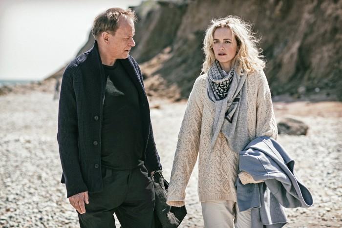 Stellan Skarsgård oraz Nina Hoss w filmie \