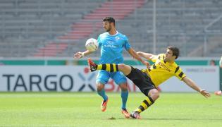 Elia Soriano (w niebieskim stroju)