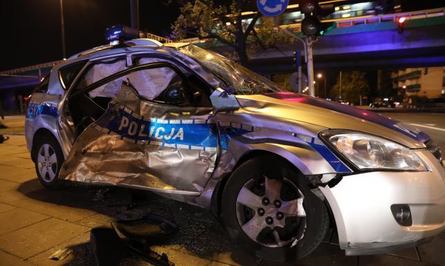 Wypadek eskorty kolumny BOR wiozącej szefa NATO. Policyjny radiowóz zderzył się z autem dostawczym [ZDJĘCIA]