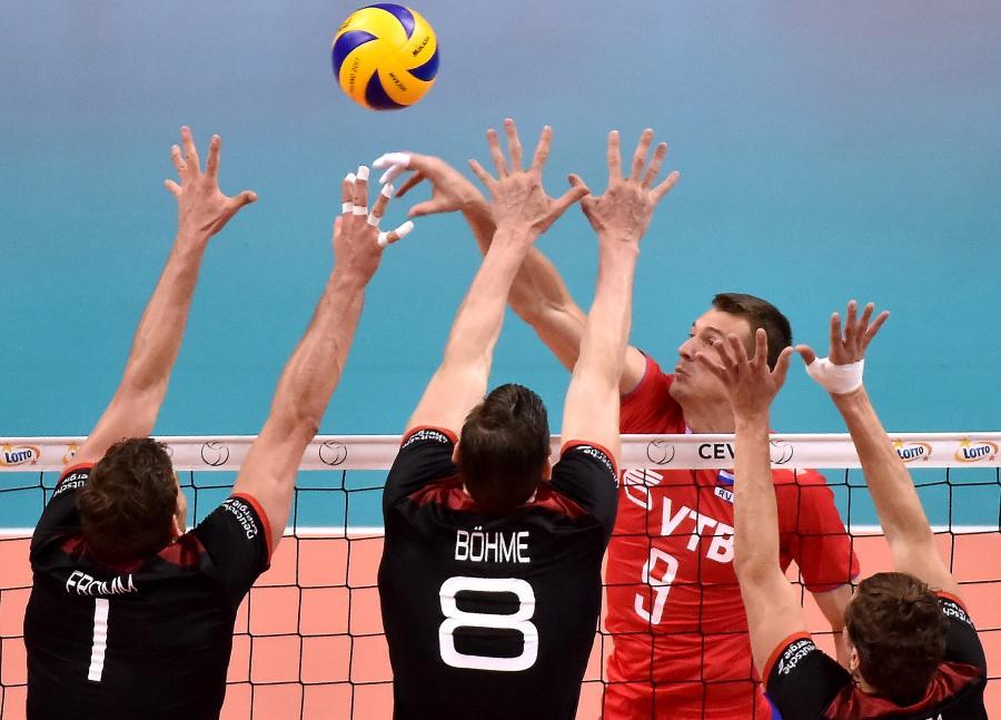Yury Berezhko (w głębi) oraz Christian Fromm (L), Marcus Bohme (C) i Lukas Immanuel Kampa (P)