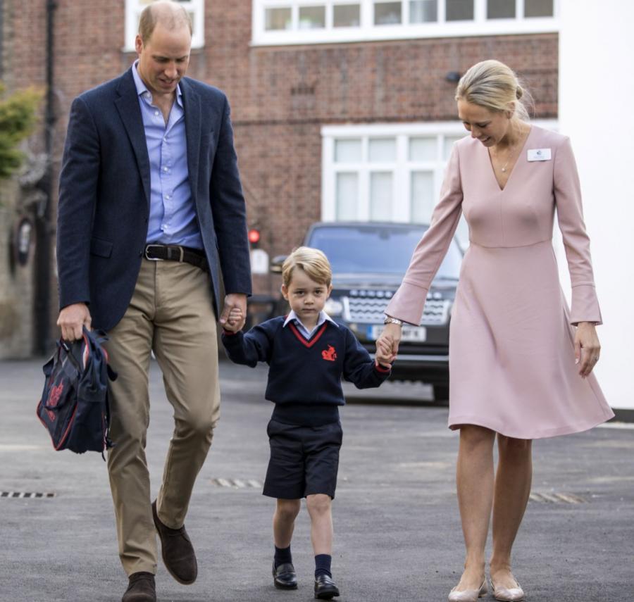 Książę William i Książę George z dyrektor szkoły