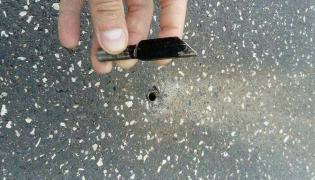 Policja sprawdza, kto montuje w jezdni ostre przedmioty uszkadzające samochody