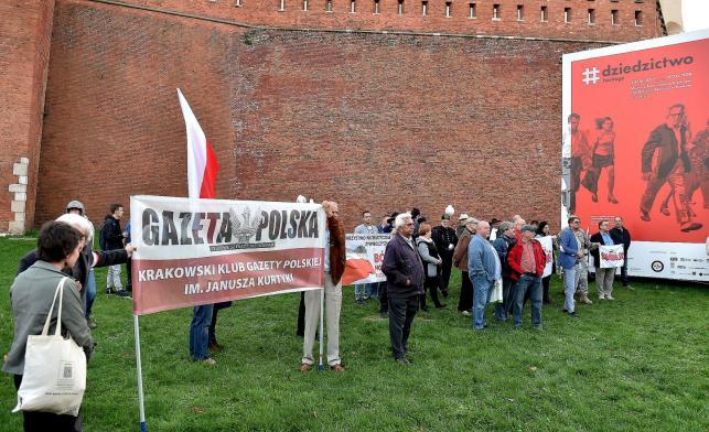 Zwolennicy PiS przed Wawelem