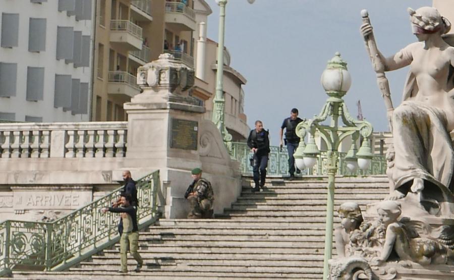Francuskie siły bezpieczeństwa w Marsylii