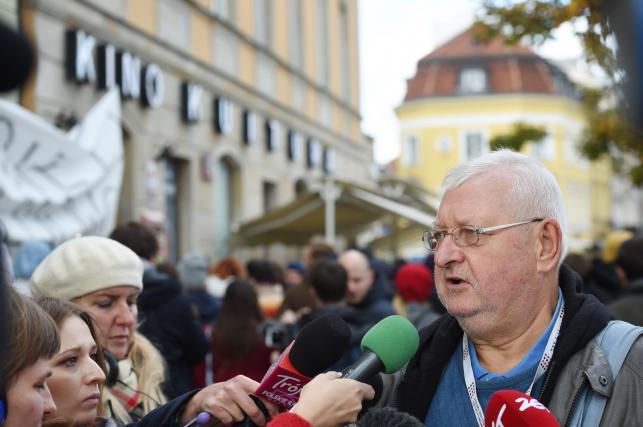 Janusz Zaorski podczas pikiety w obronie byłej dyrektor PISF, Magdaleny Soroki