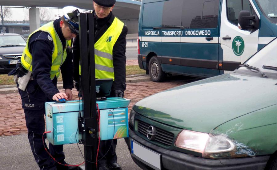 Policja sprawdzi światła samochodów i wyśle na  przegląd