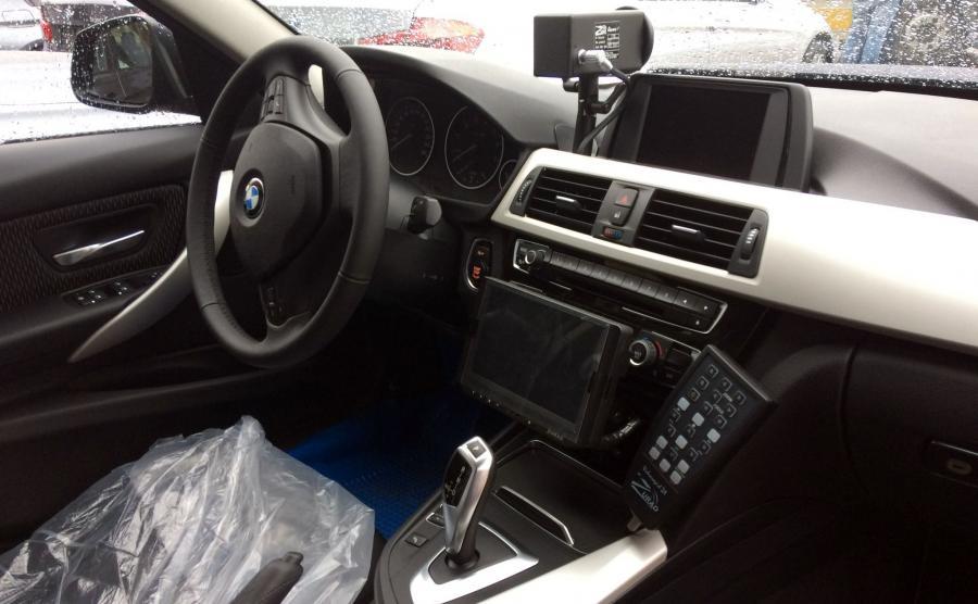 Policyjne BMW 330i xDrive skrzynię automatyczną