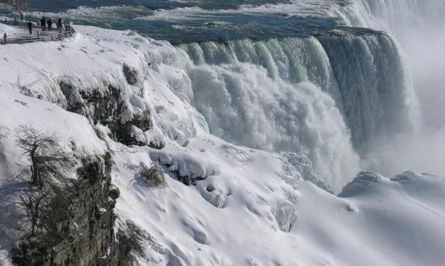 Stany Zjednoczone jak kraina lodu. Nawet Niagara zamarzła [ZDJĘCIA]