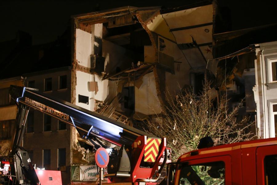 Zgliszcza budynku po wybuchu gazu