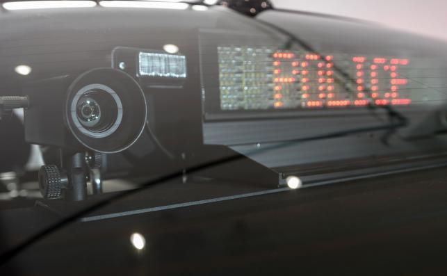 Radiowóz patrzy także do tyłu – kamerkę zainstalowano z lewej strony BMW