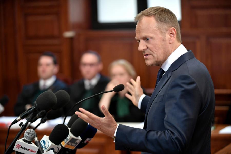 Były premier, obecnie przewodniczący Rady Europejskiej Donald Tusk zeznaje
