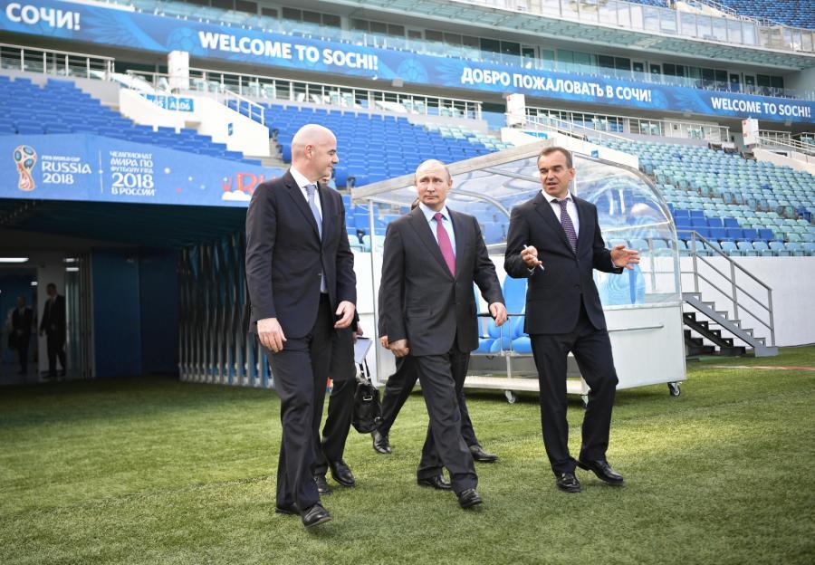 Gianni Infantino, Władimir Putin i Veniamin Kondratyev