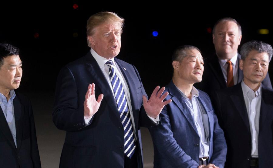 Uwolnieni przez Kima zostali powitani przez prezydenta Trumpa