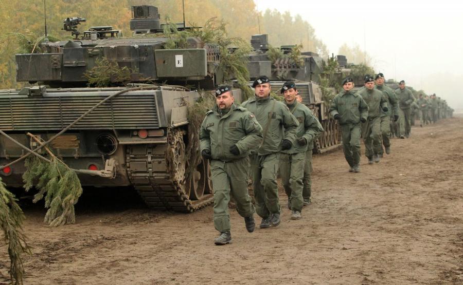 Czołgi Leopard i żołnierze 34 Brygady Kwalerii Pancernej z Żagania