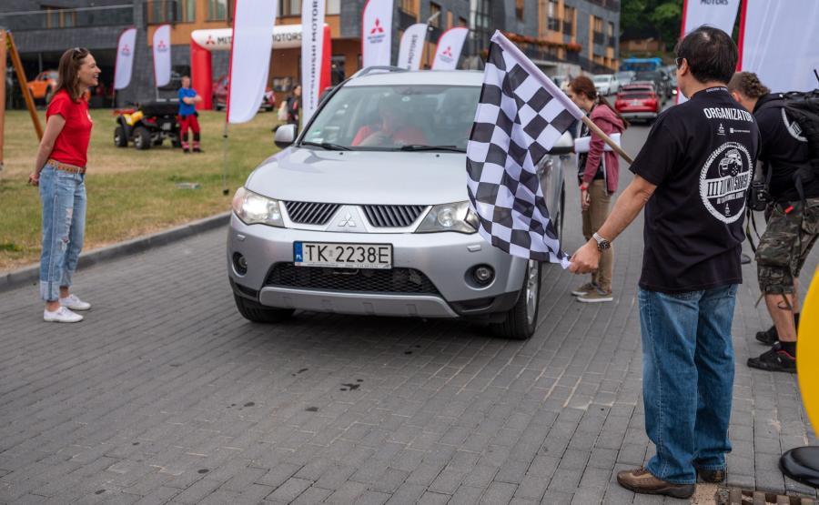 Start III zlotu Mitsubishi w Łomnicy koło Karpacza