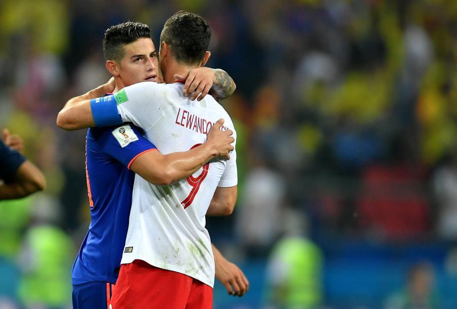 Robert Lewandowski (P) i Kolumbijczyk James Rodriguez (L)