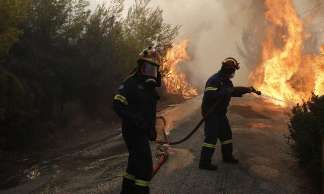 Pożary w Grecji. Rośnie liczba ofiar, ogień szaleje w okolicach Aten [GALERIA]