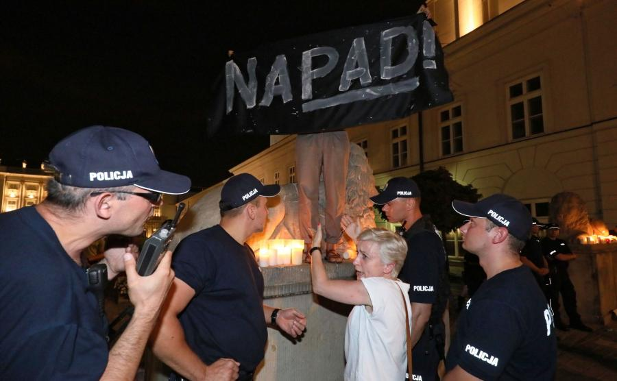 Protesty przed Pałacem Prezydenckim