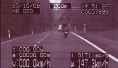 150 km/h na jednym kole przed nosem Policji