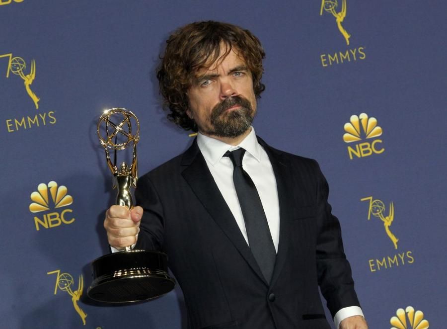 Peter Dinklage ze statuetką Emmy 2018