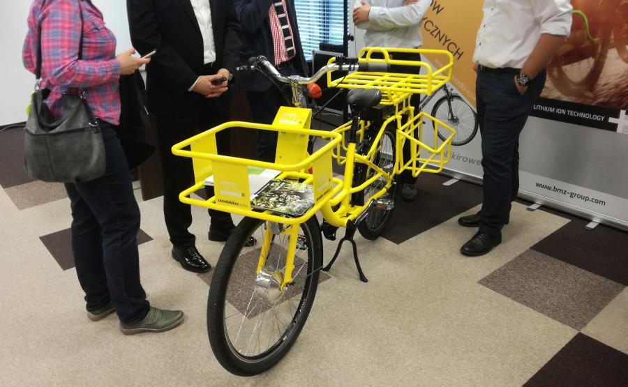 Elektryczny rower produkowany przez Zasada Bikes. Jednoślad jest wyposażony w baterię litowo-jonową firmy BMZ z Gliwic o pojemności 14 Ah. Na jednym ładowaniu można przejechać od 60 do 100 km