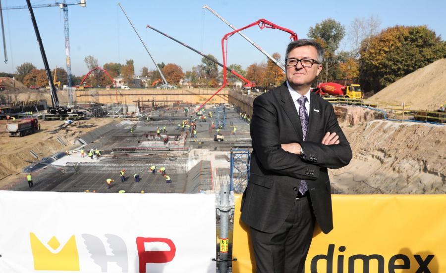 Dyrektor Muzeum Historii Polski Robert Kostro podczas wizyty na budowie