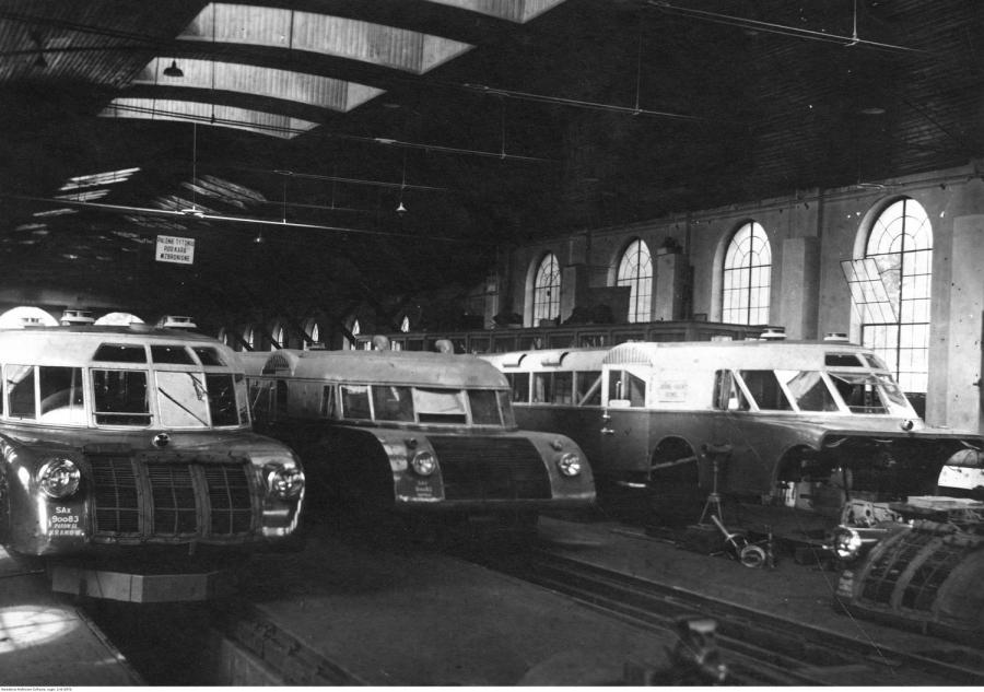 Wagony motorowe Lux-torpedy w wagonowni w Krakowie - wygląd wewnętrzny / 1938 rok