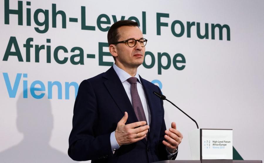 Premier Mateusz Morawiecki podczas konferencji prasowej po otwarciu Forum Afryka-Europa w Wiedniu