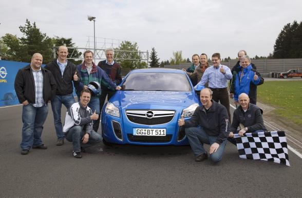 """Sukces jest murowany bowiem ujawniona wcześniej, czterodrzwiowa insignia OPC zaliczyła ten test na szóstkę. """"Insignia OPC sedan przejechała 487 okrążeń toru Nürburgring przez 12 dni, bez problemu rozwijając w tym czasie maksymalne prędkości. Tego rodzaju osiągów i jakości oczekujemy od wszystkich modeli Opla"""" - powiedział Hans Demant, dyrektor generalny Opla."""