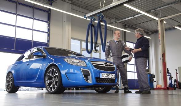 Osobne testy zawieszenia na Ringu mają pomóc dostosować środek ciężkości kombi do charakteru aut ze stajni OPC.
