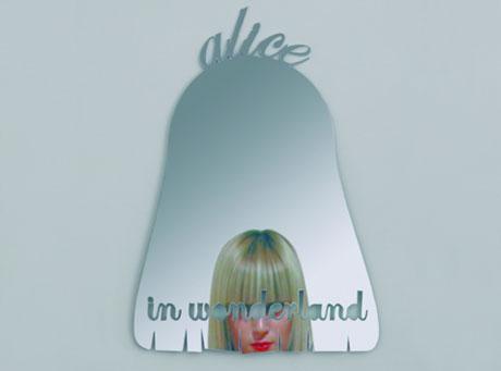 Alicja po drugiej stronie lustra