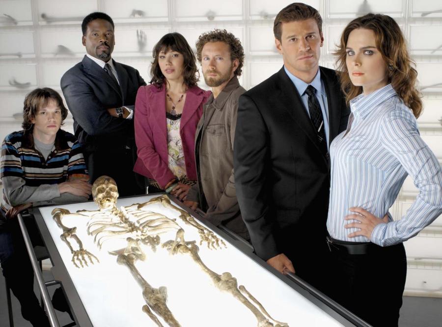 Tajemnicze morderstwa, czarny humor i romans, wszystko to w serialu \