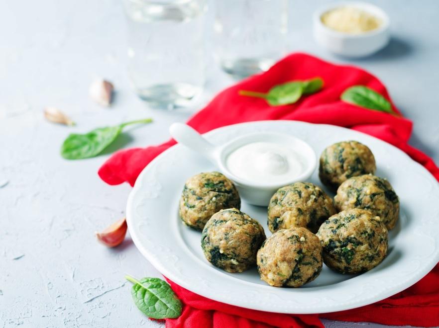 Kuleczki ziemniaczano-twarogowe ze szpinakiem
