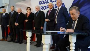 Grzegorz Schetyna z byłymi premierami i ministrami