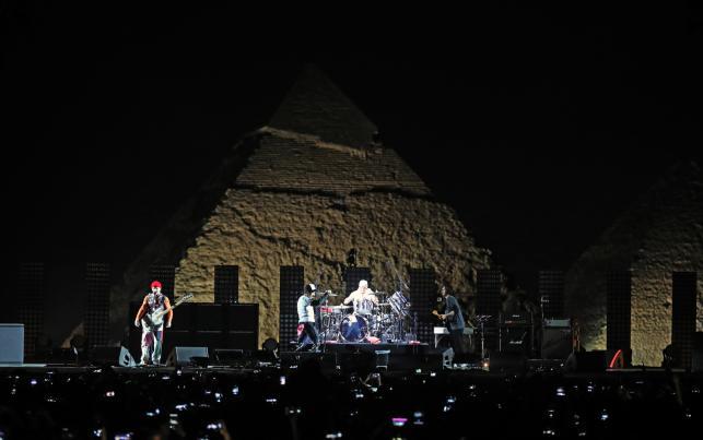Red Hot Chili Peppers podczas koncertw Egipcie, pod piramidami