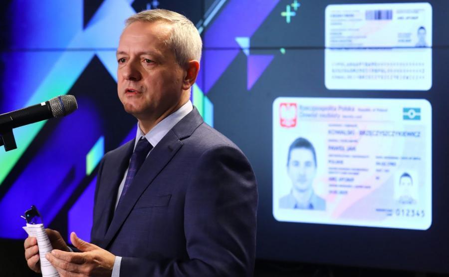 Minister cyfryzacji podczas konferencji prasowej poświęconej wdrożeniu e-dowodu