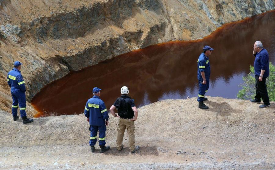 Poszukiwanie ofiar Metaxy w pobliżu kopalni w Mitsero