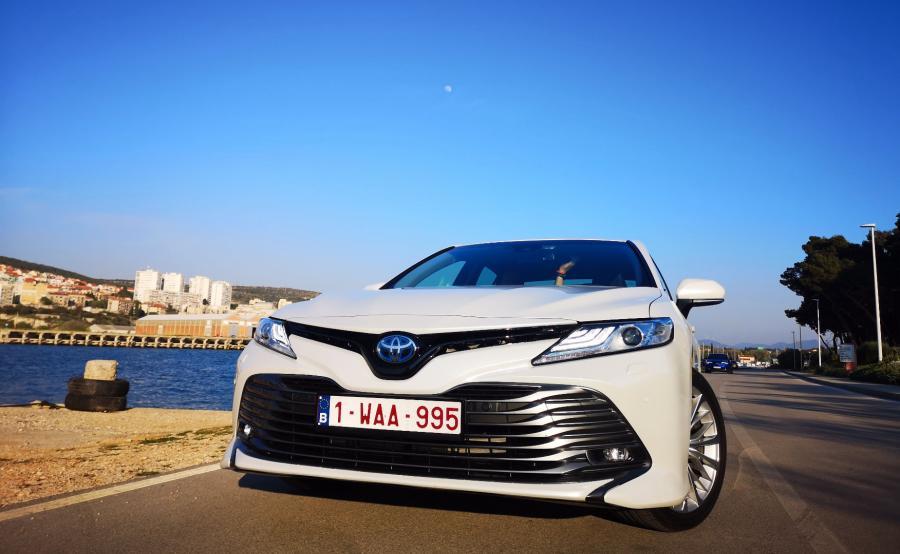 Toyota Camry Hybrid. W Europie modele z napędem hybrydowym stanowią 50 proc. sprzedaży japońskiej marki