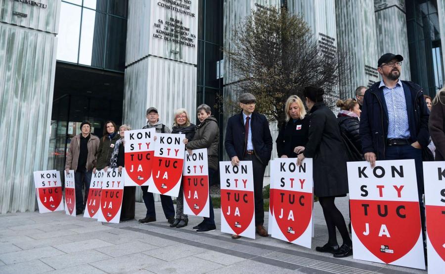 Protest zorgranizowany przez KOD, Obywateli RP, Akcję Demokrację i Ruch Wolne Sądy przed SN w Warszawie.