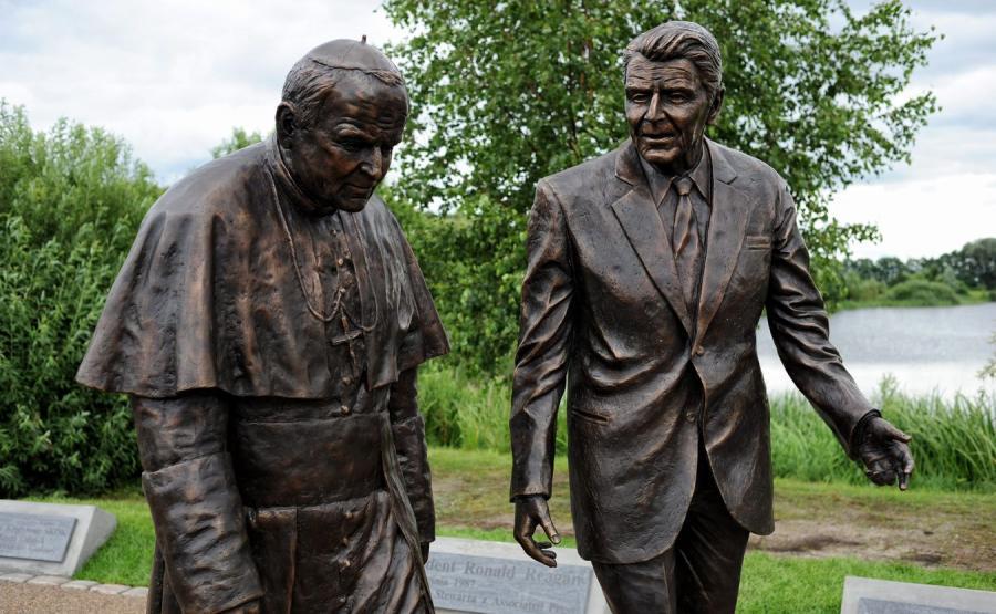 Pomnik Jana Pawła II i Ronalda Reagana w Gdańsku