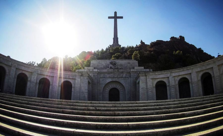 Valle de los Caídos – mauzoleum upamiętniające ofiary wojny domowej w Hiszpanii.