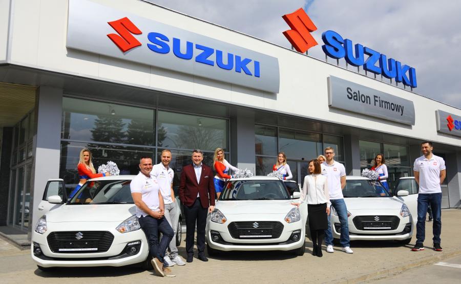 Koszykarze polskiej kadry za awans do Mistrzostw Świata w Chinach dostali w nagrodę samochody Suzuki Swift