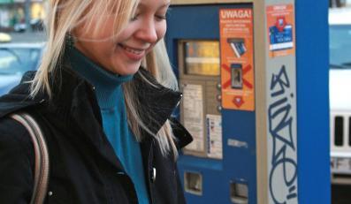 Za parkowanie w Warszawie można zapłacić przez telefon komórkowy