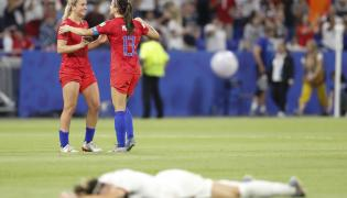 Lindsey Horan i Alex Morgan