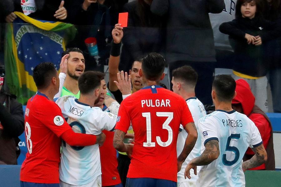 Lionel Messi ukarany czerwoną kartką