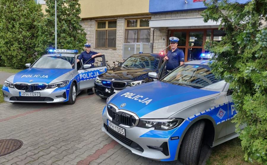 W środku nieoznakowane BMW 330i Gran Turismo policji mazowieckiej